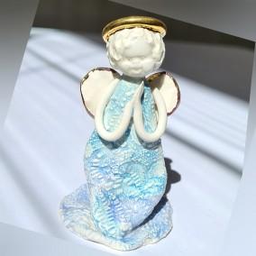 Anđeo u molitvi
